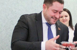 Депутат Заксобрания Челябинской области Константин Толкачев получает помидоры от штаба КПРФ, толкачев константин