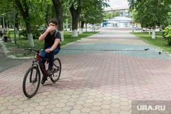 В городе открыли для посещения детский парк. Курган, детский парк, велосипедист, снятие карантина