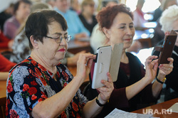 Пенсионеры. Челябинск, старики, гаджет, пожилые, современные технологии, новые технологии, пенсионеры, планшет