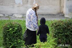 Учения МЧС. Курган, дети, бабушка с внуком