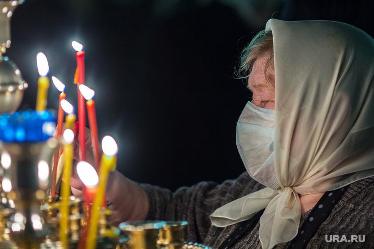 Ночное пасхальное богослужение в Кафедральном соборе. Магнитогорск