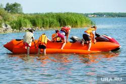 «Путинский» пляж на озере Смолино. Челябинск, банан, лето, жара, отдых на воде, активный отдых, пляж, водоем, озеро смолино, аттракцион банан