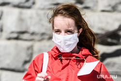 Тридцать третий день вынужденных выходных из-за ситуации с CoVID-19. Екатеринбург, мы вместе, волонтер, маска на лицо, девушка в маске