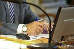 Заседание Областной Думы. Курган, ручка, лампа, работа, офис, подпись, деловой стиль, костюм, руки, рукава