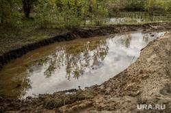 Разлив нефти. Нефтеюганск, водоем