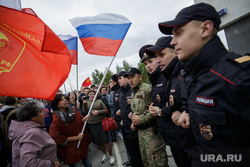 Несанкционированная акция против изменения пенсионного законодательства в Перми, флаги россии, митинг, полиция, триколор, росгвардия, протест