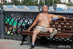 Пресс-тур в Уфу по объектам, построенным к ШОС и БРИКС в 2015 году. Уфа, загорать, лето, жара, зной, пенсионер на скамейке