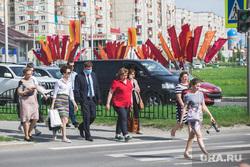 Лето в городе. Сургут, пешеходный переход, социальная дистанция, самоизоляция