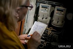 Клипарт по теме ЖКХ. Москва, пенсионерка, жкх, электричество, электроэнергия, показания счетчика, счет за жкх, счетчик, коммуналка, счет за коммуналку, коммунальные платежи