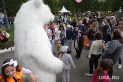 День города. Пермь, ростовая кукла, белый медведь