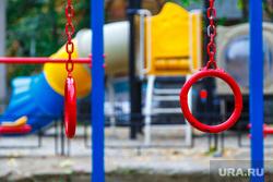 1000 дворов 2014 год. Екатеринбург, двор, детская площадка, турник, гимнастические кольца