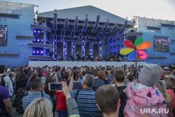 День города. Пермь, сцена, шоу, толпа