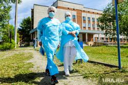 Инфекционная больница, куда доставляют больных коронавирусной инфекцией. Челябинск, заражение, спецодежда, эпидемия, медицина, врачи, инфекция, защитная одежда, врач, скорая помошь, медики, covid, ковид, инфекционная больница, противочумной костюм