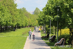 Спальные районы Москвы во время периода самоизоляции. Москва, парк, лето, строгино