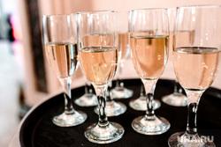 Премьера спектакля 8 женщин. Выступление групппы Oqujav. Тюмень., шампанское, стаканы, бокалы, алкоголь