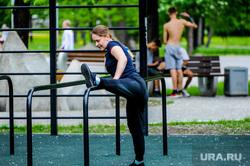 Челябинцы, пренебрегающие масочным режимом и самоизоляцией. Челябинск, тренажеры, гимнастика, физкультура, спортплощадка