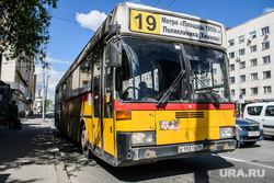 Сорок седьмой день вынужденных выходных из-за ситуации с распространением коронавирусной инфекции CoVID-19. Екатеринбург, автобус, общественный транспорт, городской транспорт, маршрут19, автобус19
