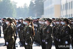 Репетиция парада, посвященного 75-й годовщине Победы в Великой Отечественной войне в 32-м военном городке. Екатеринбург, построение, военные, медицинская маска, защитная маска, женщины, репетиция парада, маска на лицо