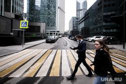 Москва во время объявленного режима самоизоляции. Москва, пешеходный переход, москва-сити