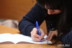 Тотальный диктант в СурГу. Сургут, студенты, ручка в руке, тотальный диктант