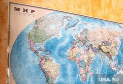 Онлайн-совещание Президента РФ Владимира Путина с главами субъектов Российской Федерации. Москва, карта мира, географическая карта, путин на экране
