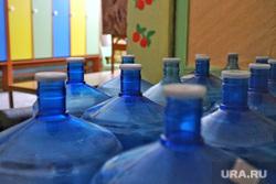 Визит губернатора Курганской области  Шумкова Вадима  в Петуховский район. Курган, детский сад, питьевая вода, бутыль, бутылки с водой