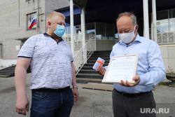 Киноклуб совместно с отделением партии Единая Россия вручает медикам билеты в кино. Курган, билеты в кино
