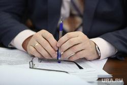 Комитет по социальной политике. Курган, политик, чиновник, бизнесмен, ручка в руке