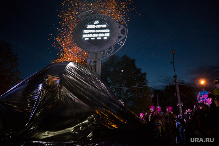 Открытие «Часов обратного отсчета», которые показывают сколько времени осталось до 300-летия города. Пермь