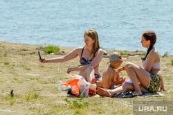 Обстановка на городском пляже «Восход» (путинский), на озере Смолино, во время эпидемии коронавируса. Челябинск, берег, жара, озеро, лето, пляж, отдых, озеро смолино