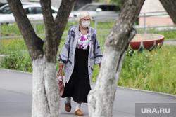 С 15 июня на территории Курганской области вводится обязательный масочный режим. Виды города. Курган, пенсионерка, женщина, лето в городе