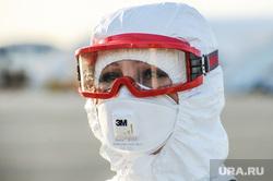 В аэропорту Челябинска приземлился «Суперджет» с вахтовиками Чаяндинского месторождения Якутии. Челябинск, эпидемия, медицинская маска, защитная маска, врач, эпидемия осталась, медики, коронавирус, инфекционист, инфекционист, эпидемиолог, пандемия коронавируса