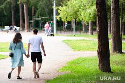 Объезд парковых зон Екатеринбурга в рамках рабочей группы по благоустройству, прогулка, пара, лето, парк зеленая роща, свидание, пара в кровати