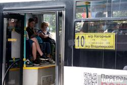 Город в период самоизоляции 27 мая 2020. Пермь, автобус, пассажир в маске