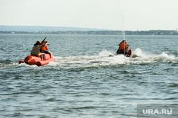 «Путинский» пляж на озере Смолино. Челябинск, банан, лето, жара, гидроцикл, летний отдых, отдых на воде, водоем, водный транспорт, аттракцион банан