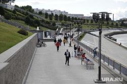 Открытие городских парков после ослабления карантина. Тюмень , набережная, отдых, гуляющие, тюменская набережная