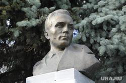 Памятник Николаю Кузнецову, герою советского союза. Тюмень, бюст, кузнецов николай
