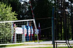 Подготовка к летней оздоровительной кампании в загородном лагере «Зарница». Свердловская область, Березовский, детский лагерь, лето, спорт, волейбольная сетка, загородный лагерь, оздоровительный лагерь