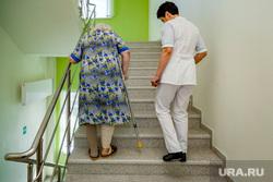 Уральский клинический лечебно-реабилитационный центр. Нижний Тагил, старики, старость, медбрат, социальная помощь, пожилая