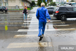 Последствия ливня в Челябинске, пешеходный переход, ручей, лето, ливень, дождь