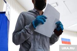 Общероссийское голосование по поправкам в Конституцию России. Курган , перчатки, резиновые перчатки, бюллютень, нормы гигиены, голосование, поправки в конституцию, общероссийское голосование, участок голосования
