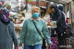 Клипарт. Магнитогорск, торговля, пенсионерка, торговые ряды, рынок, медицинская маска