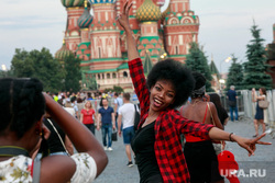Болельщики на Никольской и Красной площади. Москва, красотка, собор василия блаженного, негритянка, москва, иностранные туристы