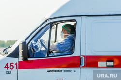 В аэропорту Челябинска приземлился «Суперджет» с вахтовиками Чаяндинского месторождения Якутии. Челябинск, эпидемия, скорая помощь, врач, медики, коронавирус, инфекционист, пандемия коронавируса