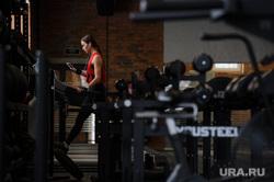 Бойцы ММА снимаются для программы Областного телевидения. Екатеринбург, тренажерный зал, зарядка, физкультура, спортивный зал, зож, здоровый образ жизни, беговая дорожка, упражнение
