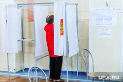 Избирательный участок по голосованию по поправкам в Конституции. Челябинск, избирательный участок, кабинка для голосования, общероссийское голосование, голосование по поправкам в конституцию