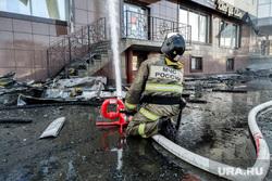 Пожар в бизнес-центре Парус. Тюмень, мчс, пожарный, пожар, пожарный гидрант, тушение пожара
