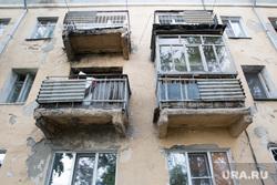Аварийный дом по улице Гагарина 11. Курган, аварийный дом, старые балконы