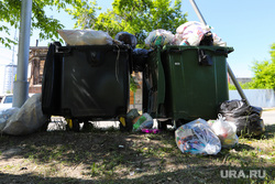 Строительные объекты. Курган, мусор, пакеты с мусором, контейнер для мусора