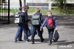 Рейд по объектам строительства. Курган, школьники, дети, ученики с портфелями, школьные сумки